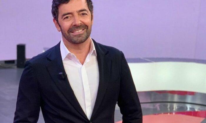 Alberto Matano sorridente