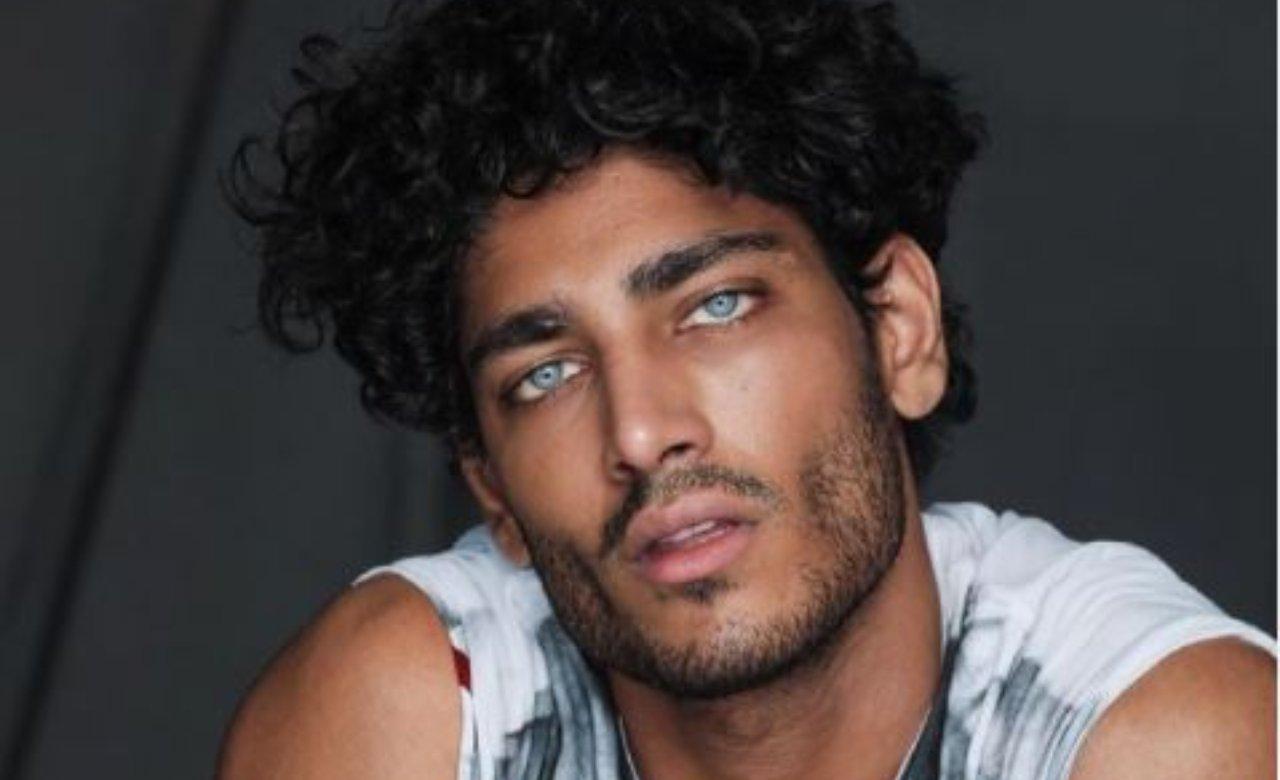 Akas Kumar primo piano