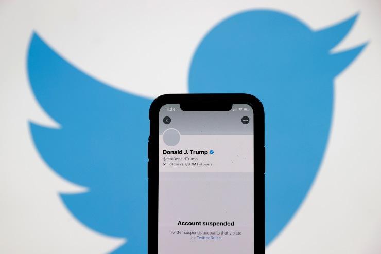 L'account di Trump rimane sospeso