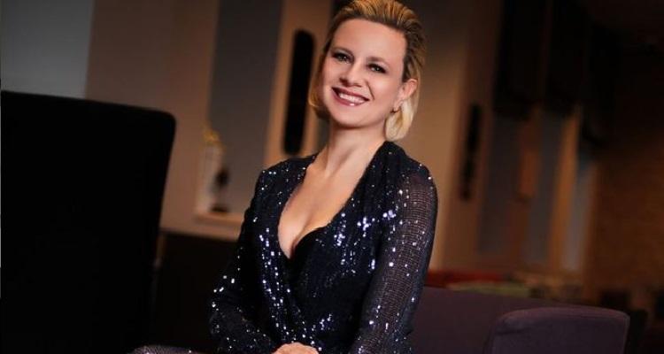 Antonella Elia sorriso