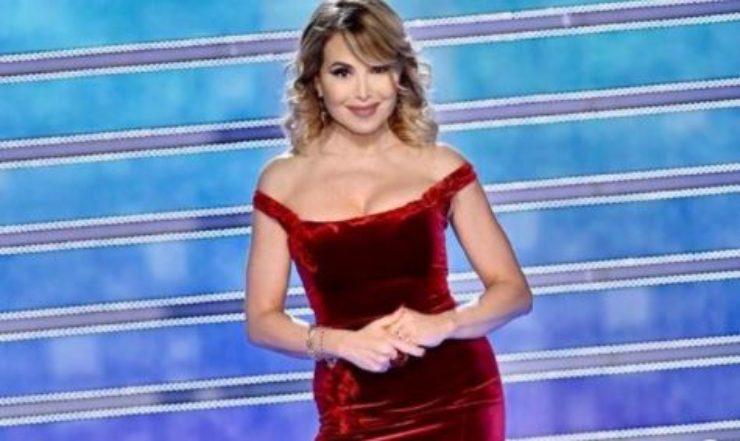 Barbara sensuale in abito rosso