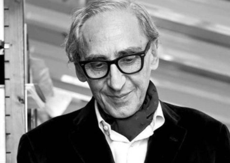 Il cantautore siciliano ed i messaggi sui social