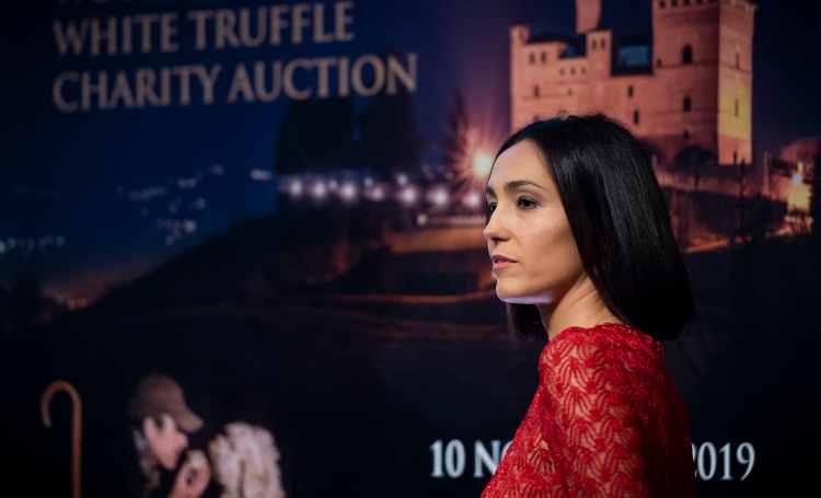 Caterina Balivo con il vestito rosso