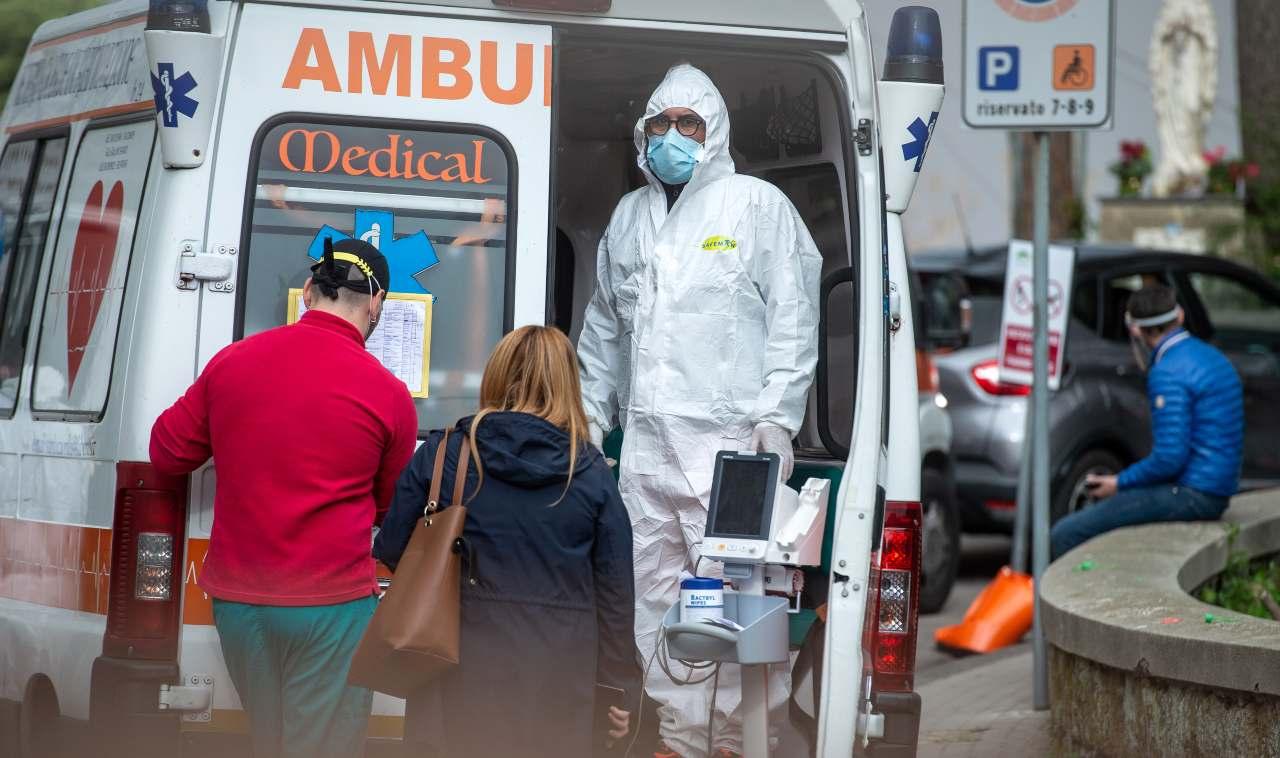 Ambulanza con paziente covid