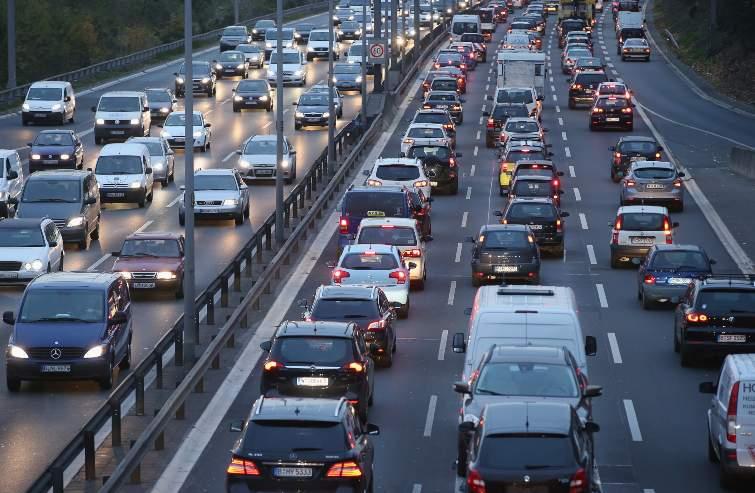 Rapinatore investito in autostrada