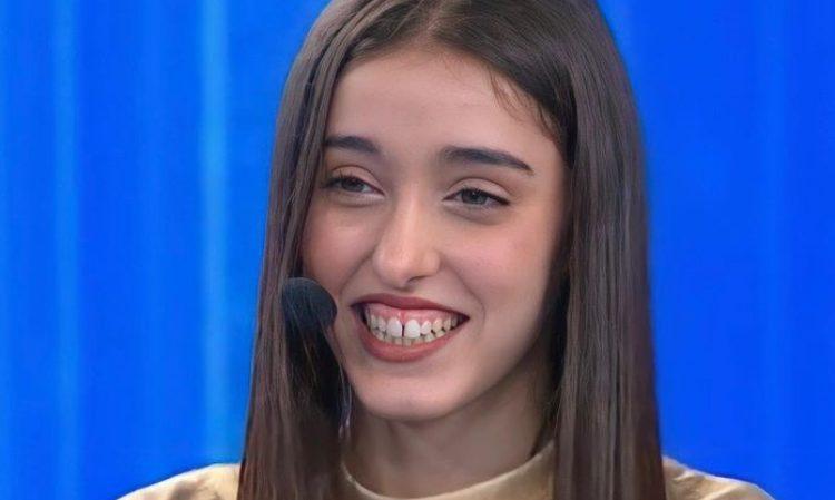 Giulia Stabile sorride
