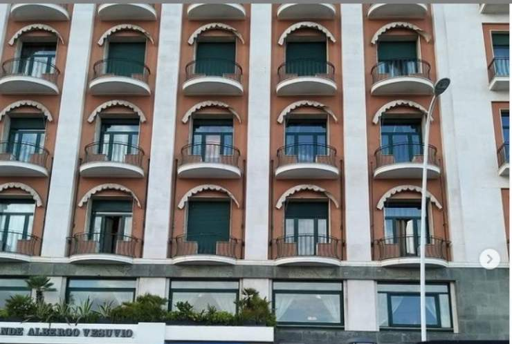 Facciata Hotel Vesuvio
