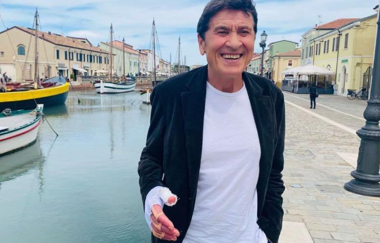 Gianni Morandi Nipote Foto Mano