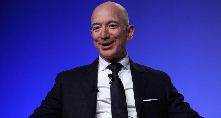 Jeff Bezos sorriso