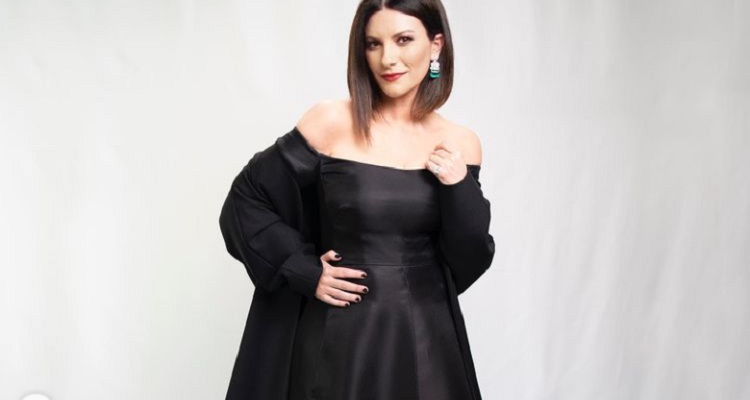 Laura Pausini in posa