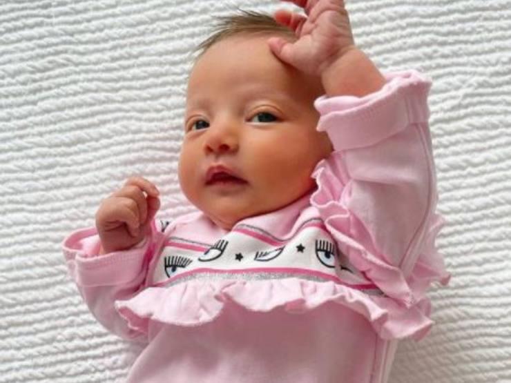 Linea per neonati indossata da Vittoria