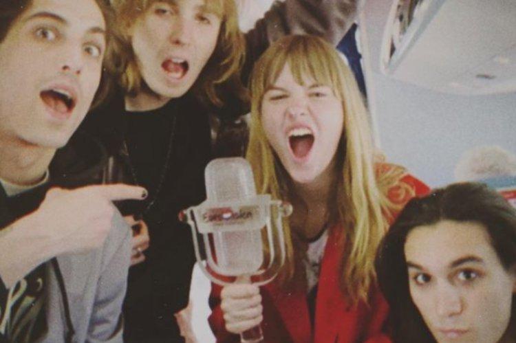 Maneskin con il trofeo vinto all'Eurovision