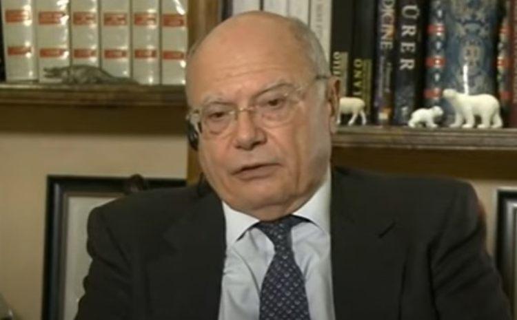 Massimo Galli in primo piano