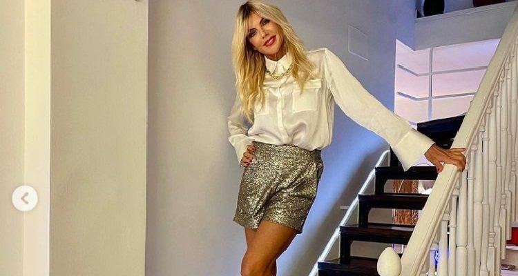 Matilde Brandi posa sensuale