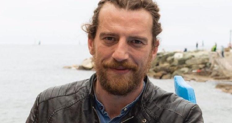 Maurizio Lastrico sorride