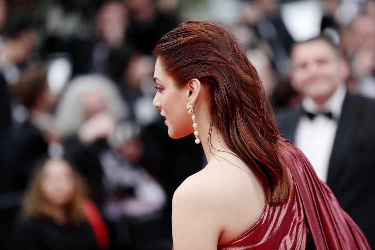 Miriam Leone di spalle