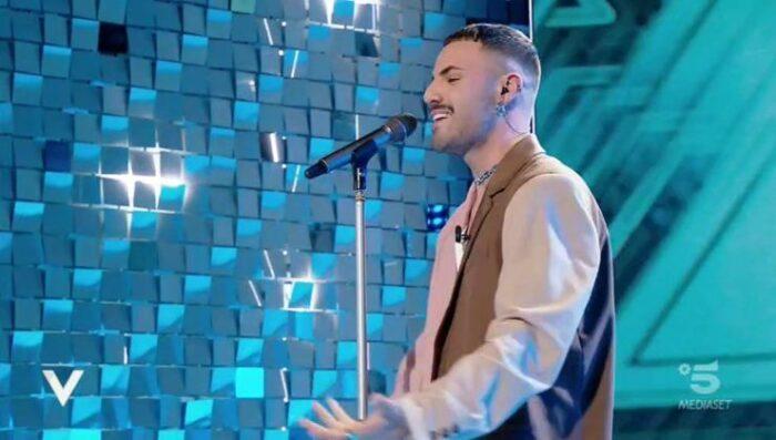 Raffaele canta