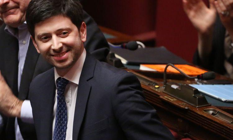 Roberto Speranza sorride