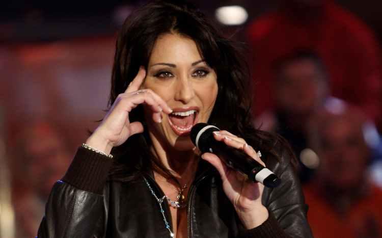 Sabrina Salerno mentre canta