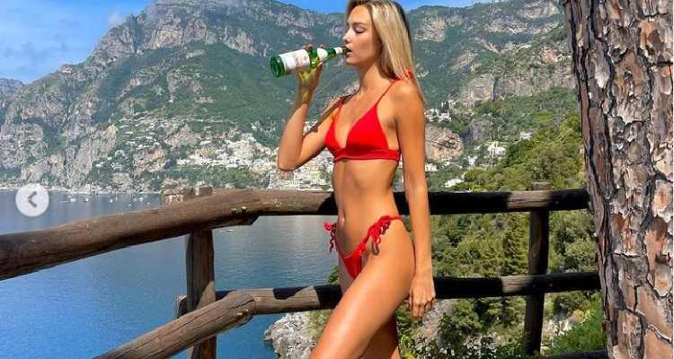 Viky Varga bikini