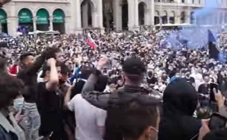 La festa scudetto dell'Inter a Piazza Duomo