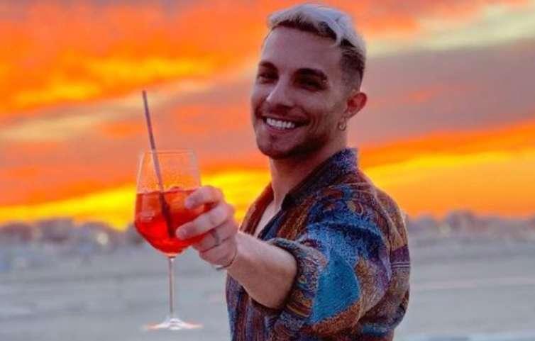 Marco Carta sorriso al tramonto