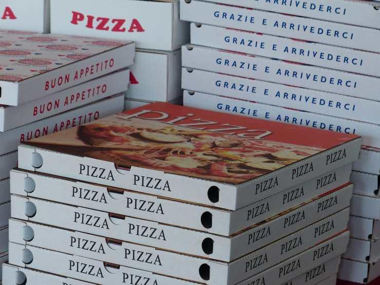scatole pizza sabato sera