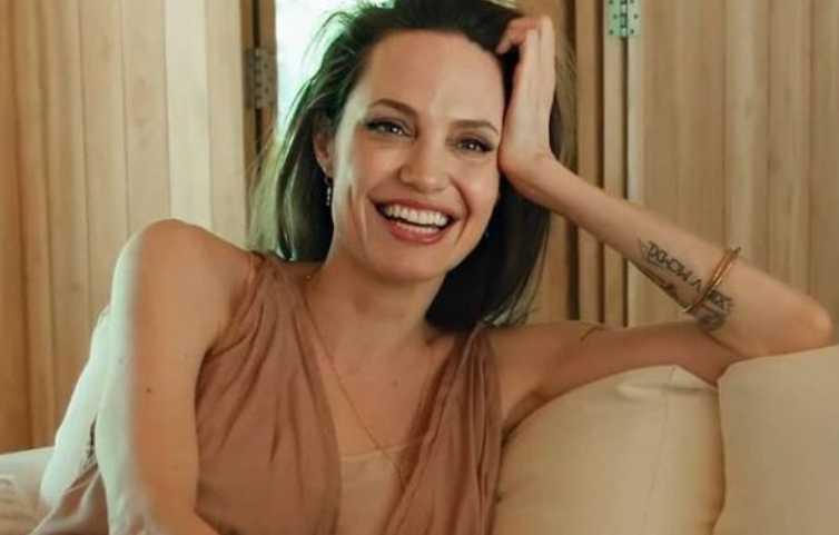 Angelina Jolie sorriso