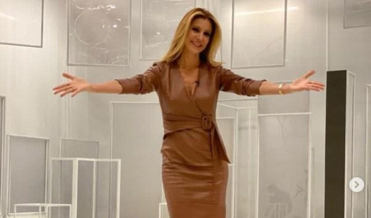 Adriana nello studio di Tv8