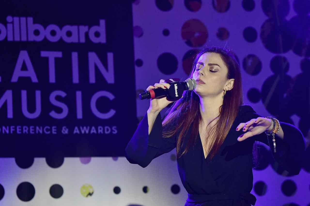 Annalisa Scarrone durante l'esibizione