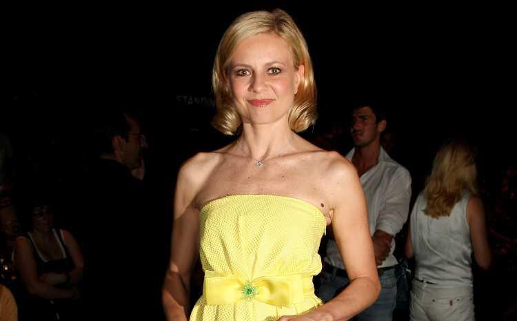 Antonella Elia in giallo