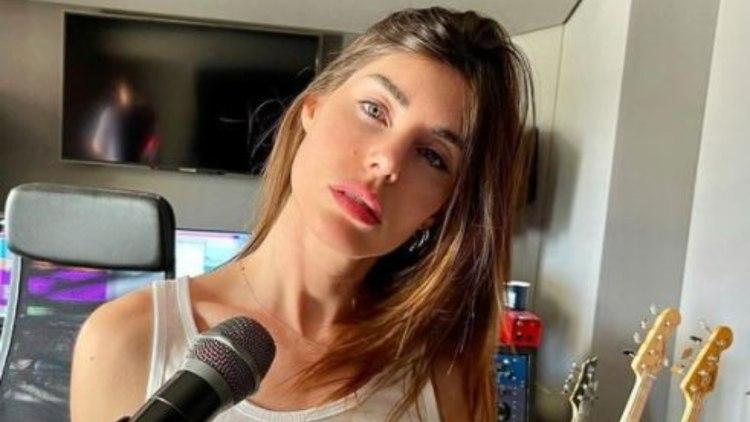 Bianca Atzei Minigonna Batteria