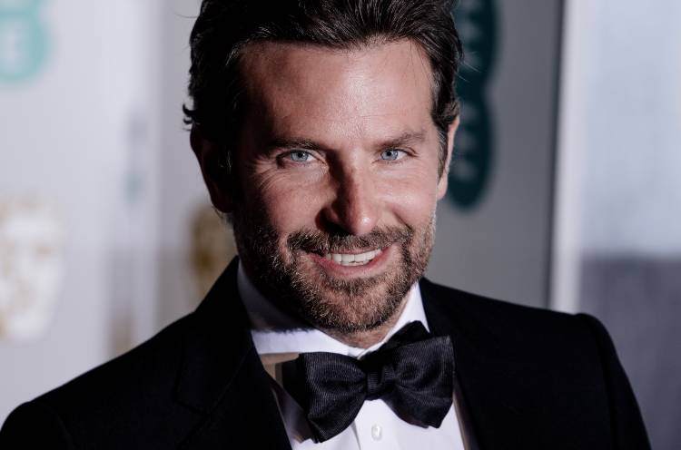 Bradley Cooper in abito elegante