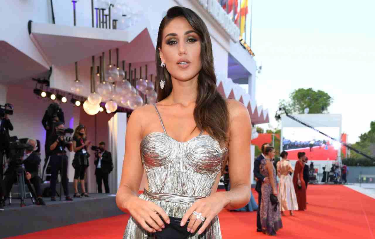 Cecilia Rodriguez con l'abito argentato