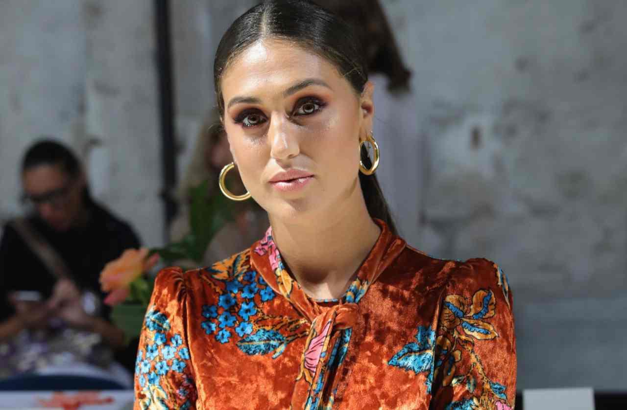 Cecilia Rodriguez con l'abito arancione
