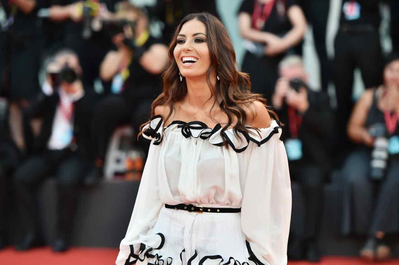 Elisabetta Gregoraci sorridente sul red carpet