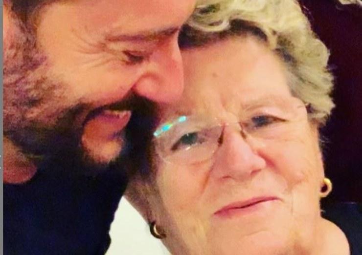 Enrico insieme a sua madre