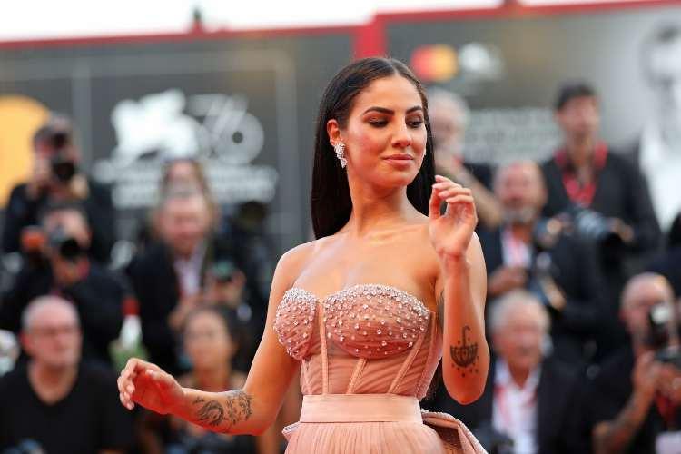 Giulia De Lellis con il vestito rosa