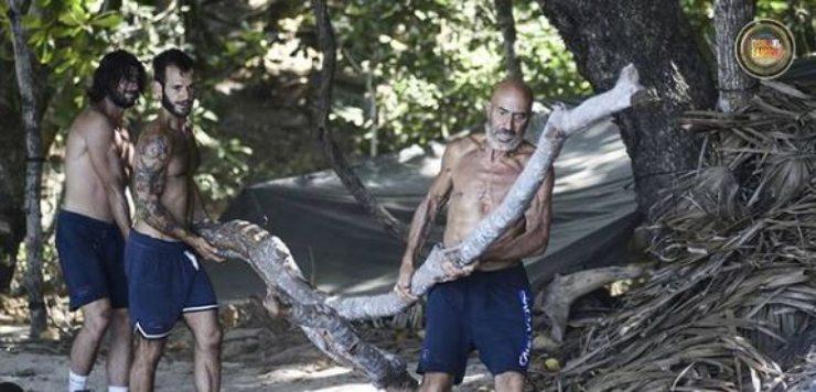 I naufraghi raccolgono la legna