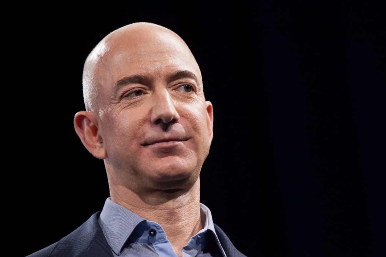 Jeff Bezos in primo piano