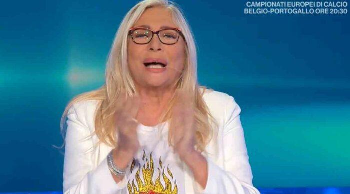 Mara Venier applaude