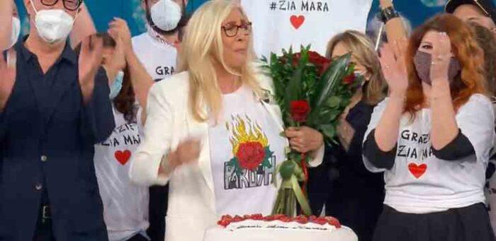 Mara Venier festeggia