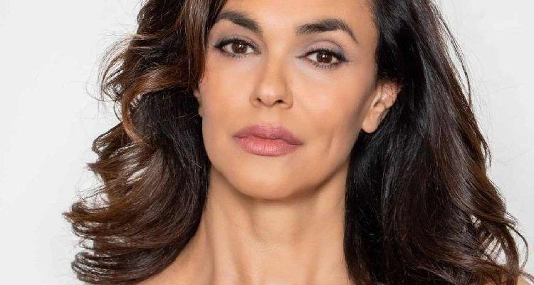 Maria Grazia Cucinotta seria