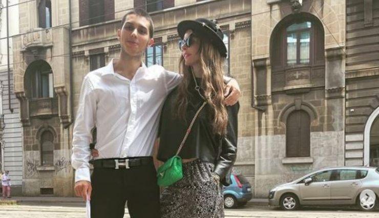 Nina e suo figlio nel giorno del diploma