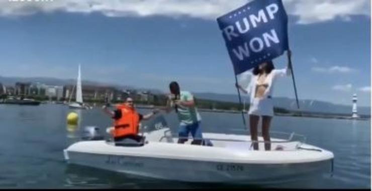 Noor a bordo della barca nel lago di Ginevra