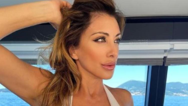 Sabrina Salerno In Acqua Curve