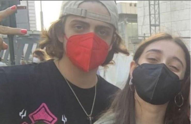 Sangio e la ballerina con indosso le mascherine