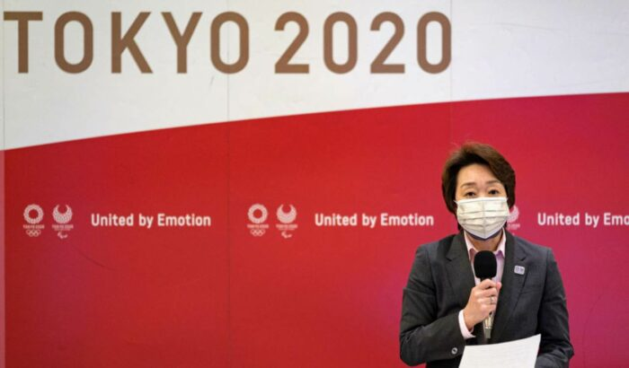 Seiko Hashimoto durante una conferenza