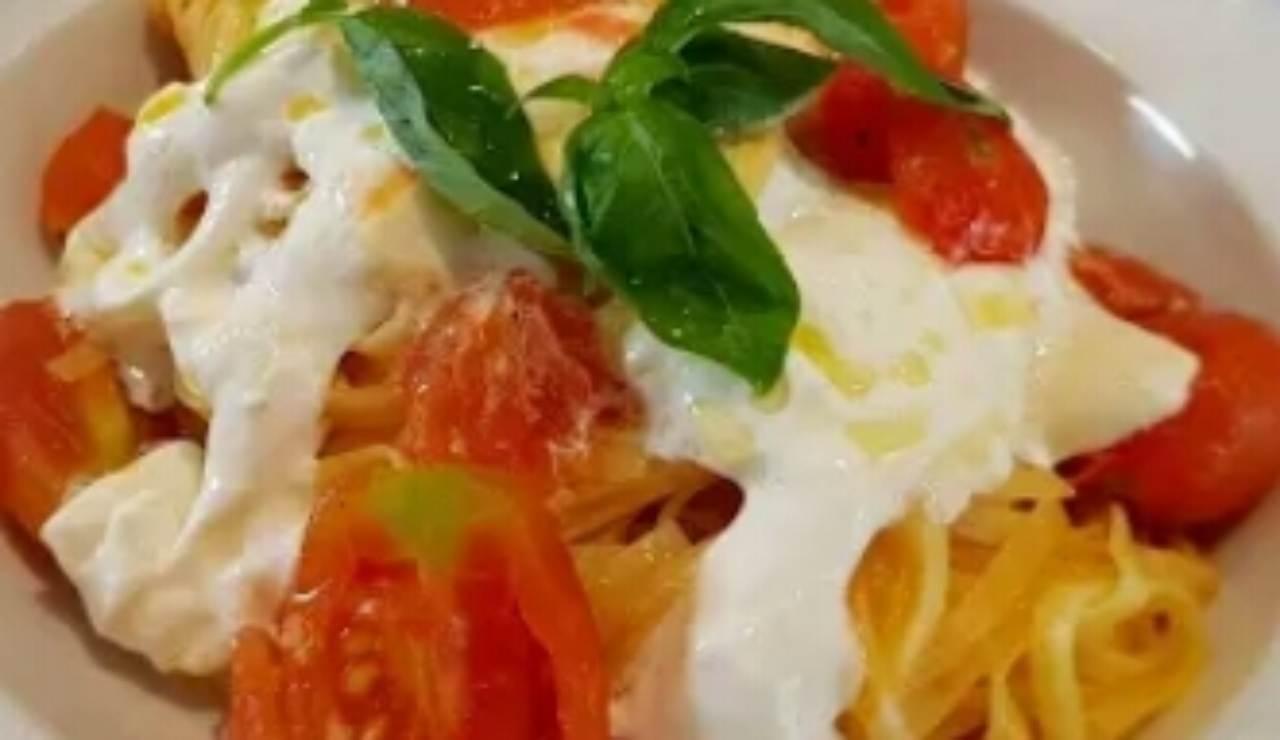 spaghetti con burrata e pomodorini