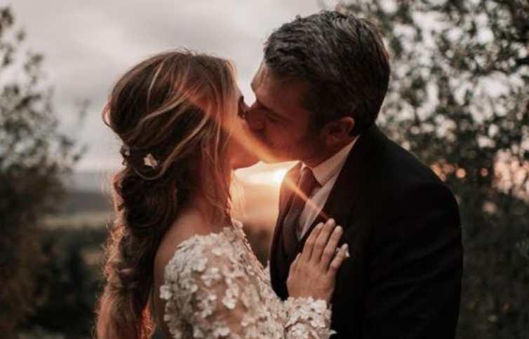 Cristina Marino e Luca Argentero bacio matrimonio